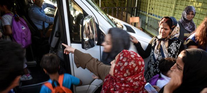 προσφυγόπουλα πάνε στο σχολείο/Φωτογραφία: Eurokinissi