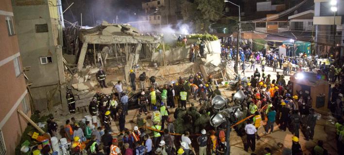 Σκηνές χάους στο Μεξικό: 22 μαθητές νεκροί από τον σεισμό -Απελπισμένοι οι γονείς [εικόνες & βίντεο]