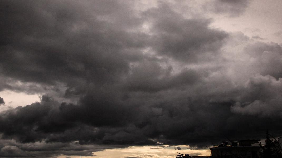 Δειλινό με συννεφιά - Φωτογραφία: EUROKINISSI/ΣΩΤΗΡΗΣ ΔΗΜΗΤΡΟΠΟΥΛΟΣ