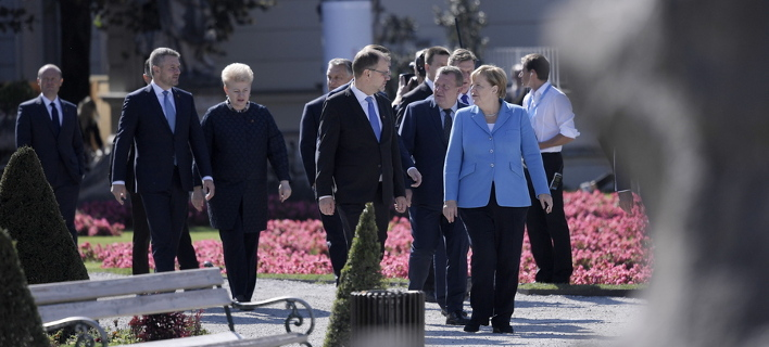 Οι Ευρωπαίοι μπορεί να το ξενυχτήσουν για το Brexit/ Φωτογραφία: ΑΠΕ/ EPA- CHRISTIAN BRUNA