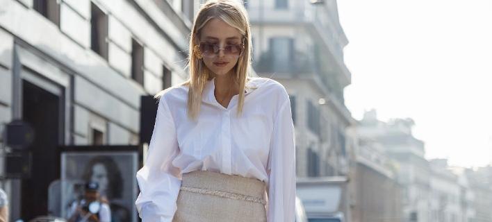 Μια fashion blogger στους δρόμους της πόλης/ Φωτογραφία: Shutterstock