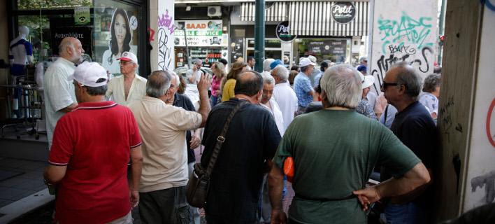 Συνταξιούχοι στα γραφεία του ΕΦΚΑ-Φωτογραφία: Eurokinissi/Στέλιος Μίσινας