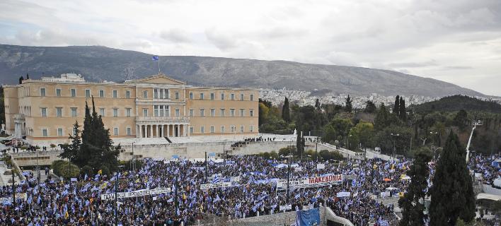 Κοσμοσυρροή στο Σύνταγμα για το συλλαλητήριο/ Φωτογραφία: AP- Thanassis Stavrakis