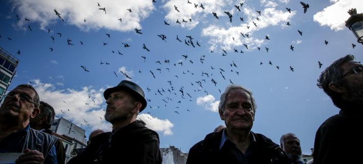 «Ψαλίδι» έως και 30% για χιλιάδες συνταξιούχους/Φωτογραφία: Eurokinissi