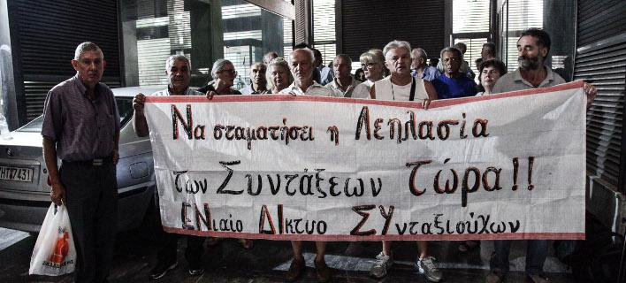 Το Ενίαιο Δίκτυο Συνταξιουχων στο υπουργείο Εργασίας/Φωτογραφία: Eurokinissi/Γιάννης Παναγόπουλος