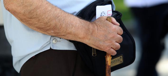 «Βουλιάζουν» στη φτώχεια 1,5 εκατ. συνταξιούχοι- Θα χάσουν άλλα 20 δισ. ευρώ από το 2019