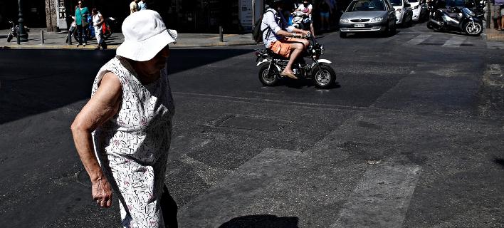Συνταξιούχος στο κέντρο της Αθήνας/Φωτογραφία: Eurokinissi