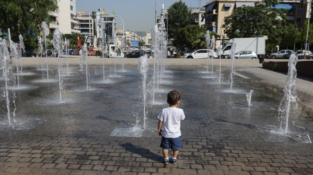 Μίνι καύσωνας και σήμερα στην Αθήνα: Είναι κι αυτό «μια κάποια λύσις» -Φωτογραφία: EUROKINISSI/ ΓΙΑΝΝΗΣ ΠΑΝΑΓΟΠΟΥΛΟΣ
