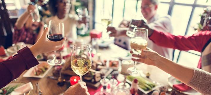 Γιορτινό τραπέζι, Φωτογραφία: Shutterstock/By Rawpixel.com