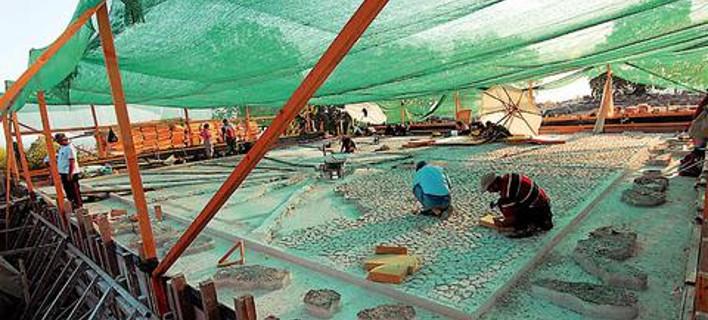Yπέροχο σκεύος συμποσίου για οίνο και νερό βρέθηκε στον ασύλητο τάφο στη Βεργίνα [εικόνες]