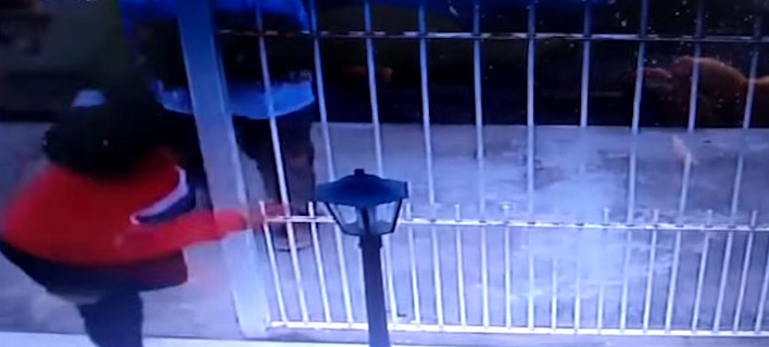 Κάμερα ασφαλείας κατέγραψε τη στιγμή της απαγωγής