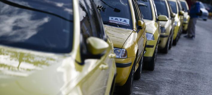 Χειροπέδες σε 10 ταξιτζήδες στην Αττική -«Πειραγμένες» ταμειακές μηχανές και πλαστές άδειες οδήγησης