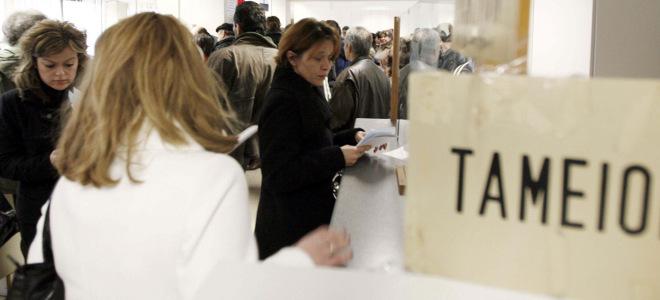 Μικρές διορθώσεις στην παρακράτηση φόρου -Εκρηξη κρατήσεων σε μισθούς και συντάξ