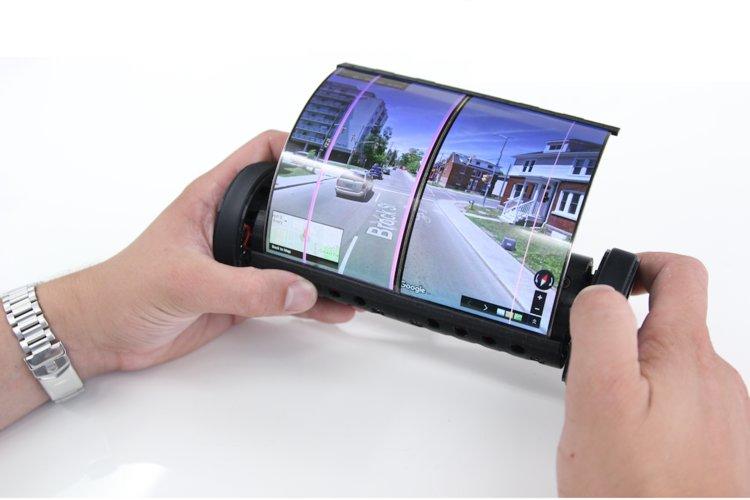 Το MagicScroll διαθέτει, επίσης, μία κάμερα που επιτρέπει στους χρήστες να χρησιμοποιούν το τάμπλετ (με τυλιγμένη την οθόνη) ως χειριστήριο ελέγχου μέσω χειρονομιών
