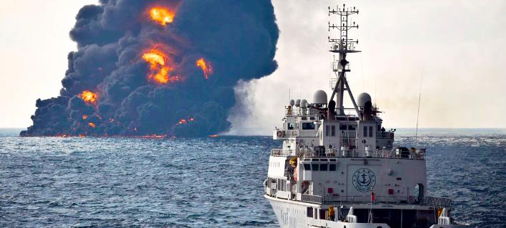 Το φλεγόμενο ιρανικό δεξαμενόπλοιο, Φωτογραφία: AP