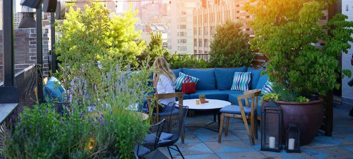Καλοκαίρι στην ταράτσα/ Φωτογραφία: Shutterstock
