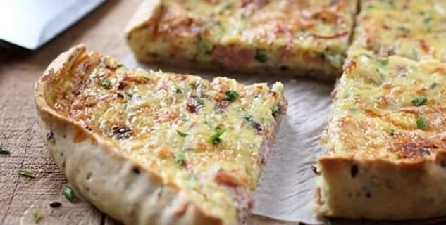 Πίτα με ζαμπόν και κρεμμύδι