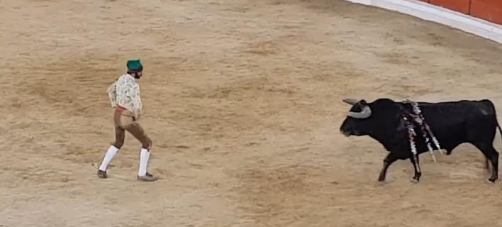 Τραγικός θάνατος ταυρομάχου στην αρένα- Αντιμετώπισε ταύρο 500 κιλών με γυμνά χέρια [βίντεο]