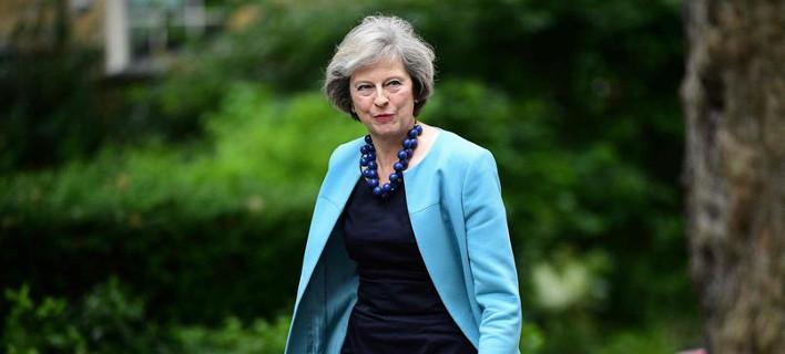 Ραγδαίες εξελίξεις: Την Τετάρτη παραιτείται ο Κάμερον και αναλαμβάνει πρωθυπουργός η Τερέζα Μέι
