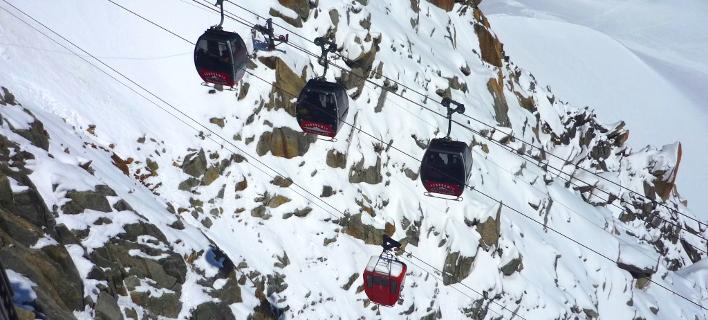 Εφιάλτης στα 3.800 μέτρα: 110 άνθρωποι εγκλωβίστηκαν σε τελεφερίκ στις Αλπεις