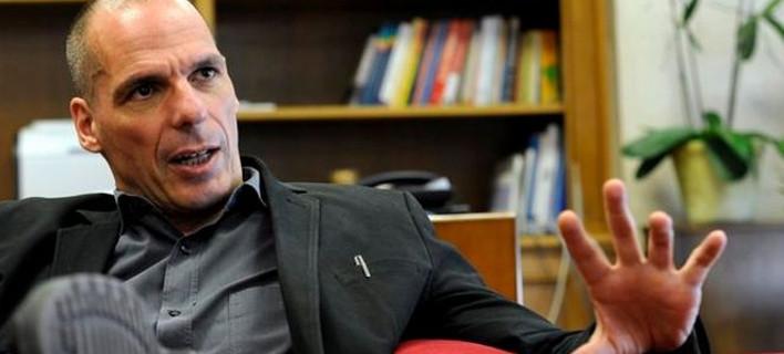 Telegraph: Ο Βαρουφάκης ετοιμάζεται για οικονομική πολιορκία -Αποθέματα καυσίμων, φαρμάκων και κουπόνια