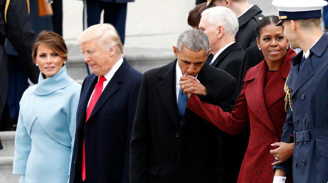Οταν μια εικόνα, αποτυπώνει το τέλος εποχής-Φωτογραφία: AP Photo/Alex Brandon
