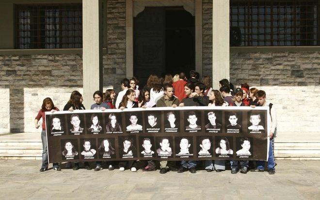 Η τραγωδία στα Τέμπη που δεν θα ξεχαστεί ποτέ - Πριν από 15 χρόνια 21 μαθητές έχασαν τη ζωή τους [εικόνες & βίντεο] | iefimerida.gr 2