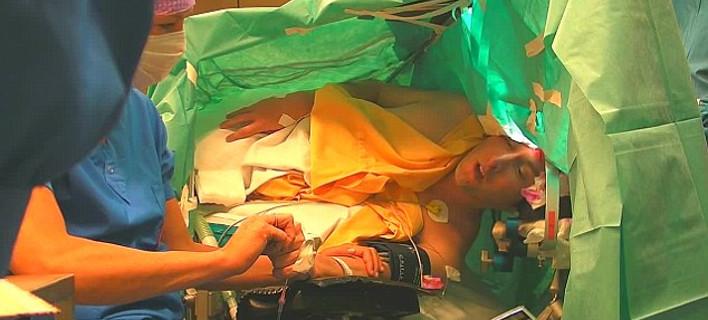 Τενόρος τραγουδάει Σούμπερτ ενώ υποβάλλεται σε εγχείρηση στον εγκέφαλο [εικόνα & βίντεο]