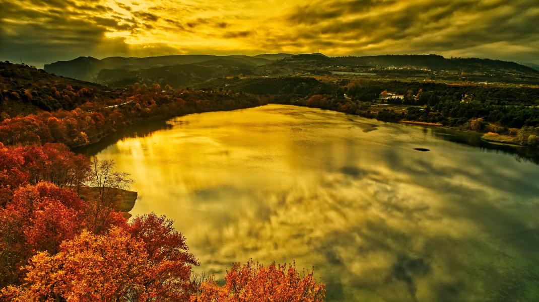 Οταν μια τεχνητή λίμνη, της Αγίας Βαρβάρας στη Βέροια, δίνει αληθινή ομορφιά -Φωτογραφία: ΜΟΤΙΟΝΤΕΑΜ/ΒΕΡΒΕΡΙΔΗΣ ΒΑΣΙΛΗΣ