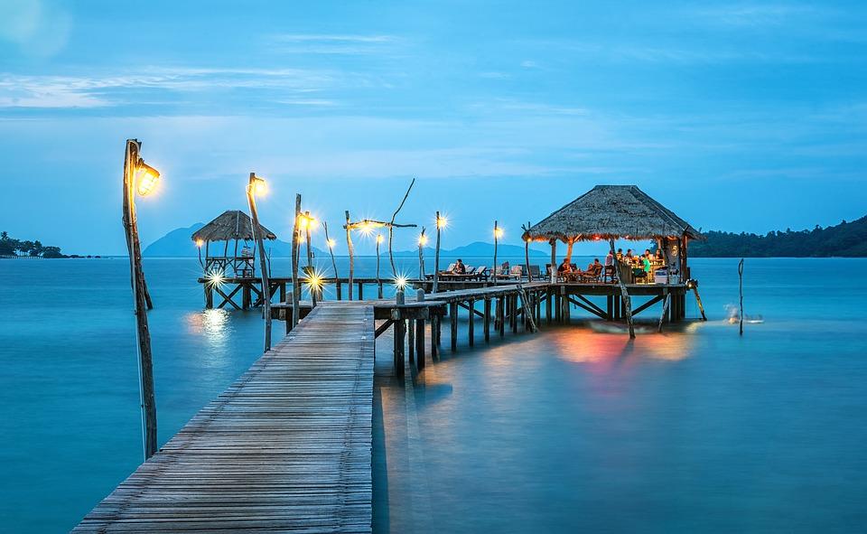 Ένα συνηθισμένο Σαββατοκύριακο η Μπανγκόκ δέχεται περισσότερους από 200.000 επισκέπτες