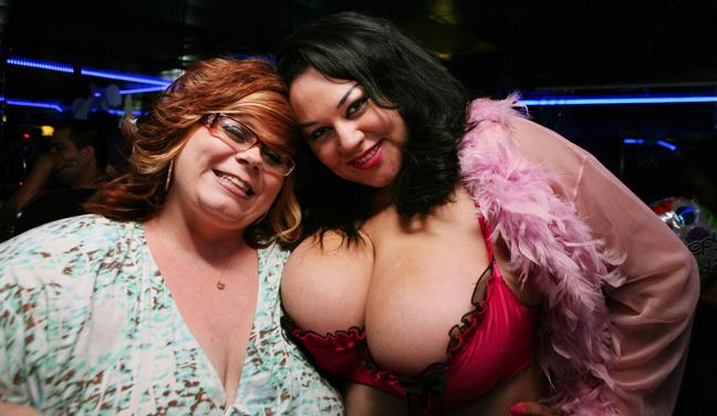 Κι όμως γι αυτές τις τροφαντές κυρίες οι άντρες σχηματίζουν ουρές στο Λας Βέγκας [εικόνες]