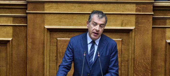 Ο Σταύρος Θεοδωράκης αναλύει την πρόταση του Ποταμιού για την Συνταγματική Αναθεώρηση -Φωτογραφία: EUROKINISSI/ ΤΑΤΙΑΝΑ ΜΠΟΛΑΡΗ