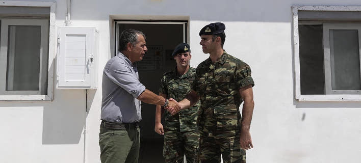 Ο Σταύρος Θεοδωράκης στο Αγαθονήσι (Φωτογραφία: Θοδωρής Μανωλόπουλος)