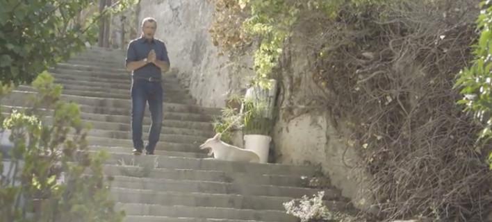 Ο Σταύρος Θεοδωράκης ανακοίνωσε την υποψηφιότητά του για το «νέο προοδευτικό κίνημα» με ένα βίντεο (VIDEO)