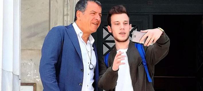 Ο Σταύρος Θεοδωράκης συναντήθηκε με τον 20χρονο Λαρισαίο που «πολεμά» τις ψευδείς ειδήσεις