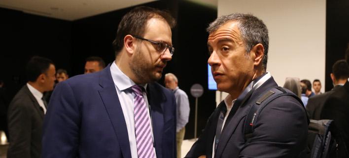 Θεοδωράκης (δεξιά) και Θεοχαρόπουλος (αριστερά) κρίνουν το αποτέλεσμα για τις Πρέσπες -Φωτογραφία αρχείου: Intimenews