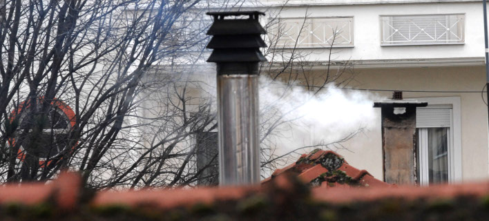 «Φωτιά» παίρνουν τα τζάκια τις ημέρες της κακοκαιρίας / Φωτογραφία: EUROKINISSI/ΘΑΝΑΣΗΣ ΚΑΛΛΙΑΡΑΣ