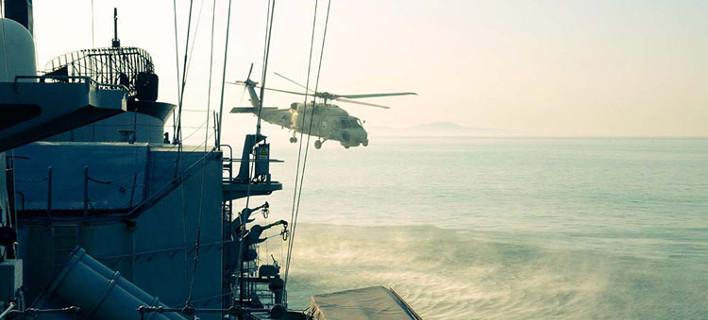 Εντυπωσιακή η επίδειξη του Πολεμικού Ναυτικού στο λιμάνι της Θεσσαλονίκης για την απελευθέρωση της πόλης (VIDEO)
