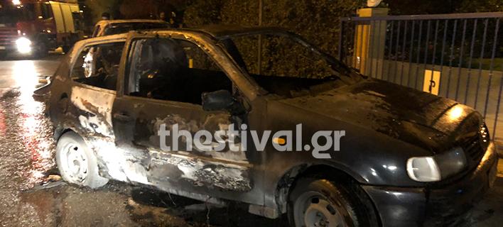 Οι δράστες πυρπόλησαν 2 οχήματα (Φωτογραφία: thestival)