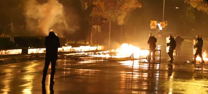 Δύο συλλήψεις για τα επεισόδια στη Θεσσαλονίκη (Φωτογραφία: ΜΟΤΙΟΝ ΤΕΑΜ/ΦΑΝΗ ΤΡΥΨΑΝΗ)