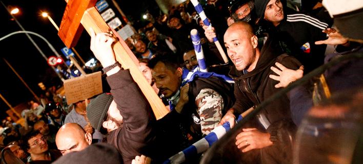 Ενταση σε θέατρο στη Θεσσαλονίκη -Ζητούν να διακοπεί η παράσταση «Η ώρα του διαβόλου» [εικόνες & βίντεο]