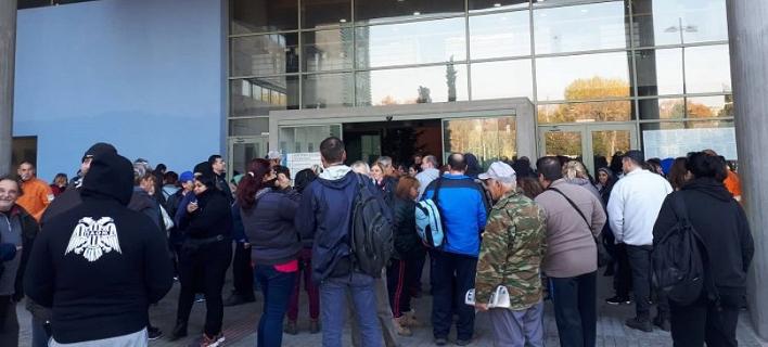 Συμβολική κατάληψη εργαζομένων στο δημαρχείο της Θεσσαλονίκης