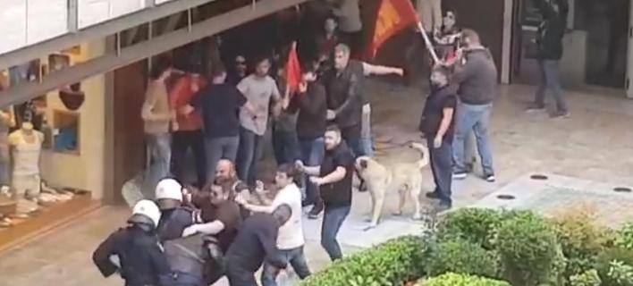 Θεσσαλονίκη: Διαδηλωτής γρονθοκόπησε αστυνομικό και δεν συνελήφθη [βίντεο]