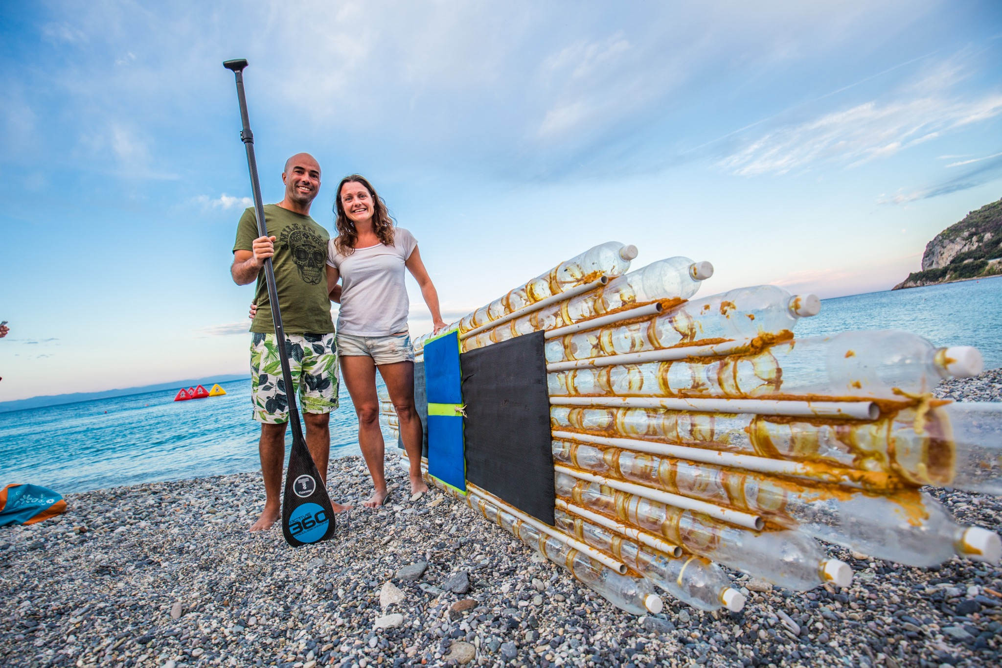 Σκιάθος: Ο ακτιβιστές με την σχεδία με τα μπουκάλια έφτασαν στο νησί!(Photos)
