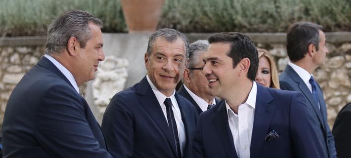 «Γελοίες» χαρακτήρισε τις προτάσεις Καμμένου (αριστερά) ο Στ. Θεοδωράκης (μέση) επιρρίπτοντας την ευθύνη στον Αλ. Τσίπρα (δεξιά)-Intimenews/ΛΙΑΚΟΣ ΓΙΑΝΝΗΣ