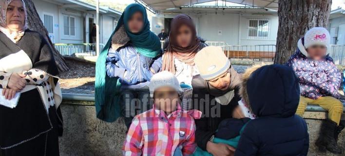 Το iefimerida στη Μόρια – Σε σκηνές και κοντέινερ παραμένουν εκατοντάδες ασυνόδευτα ανήλικα και γυναίκες [εικόνες]