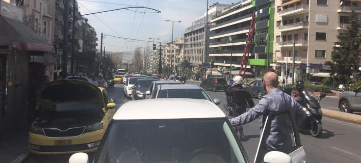 Βγήκαν στους δρόμους οι οδηγοί της Uber- Μηχανοκίνητη πορεία διαμαρτυρίας [εικόνες & βίντεο]