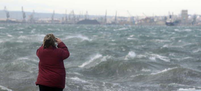 Θυελλώδεις βόρειοι άνεμοι σε όλη τη χώρα -Πέφτει η θερμοκρασία
