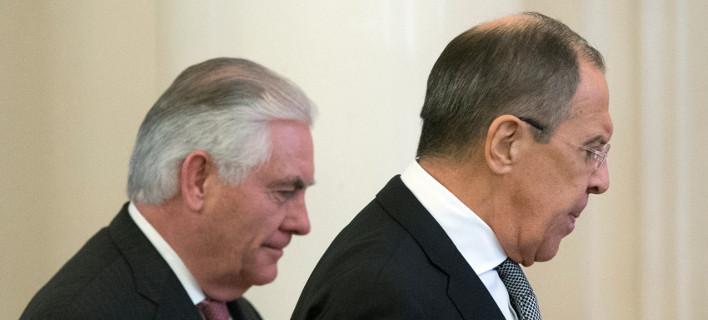 Οι υπΕΞ Ρωσίας και ΗΠΑ, Σεργκέι Λαβρόφ και Ρεξ Τίλερσον, αντίστοιχα./Φωτογαφία: Alexander Zemlianichenko/AP