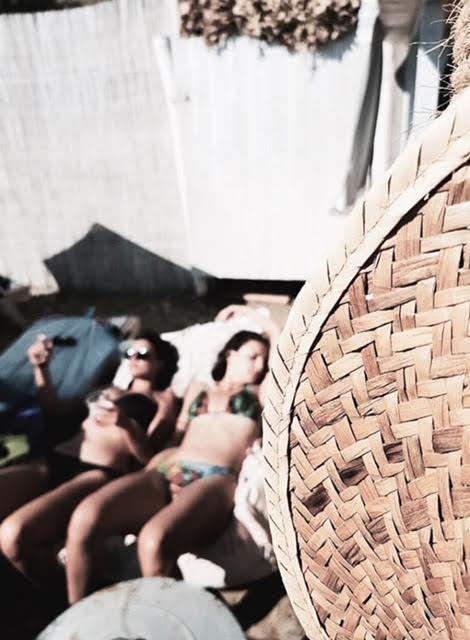 Ηλιοθεραπεία στα αναπαυτικά sun beds